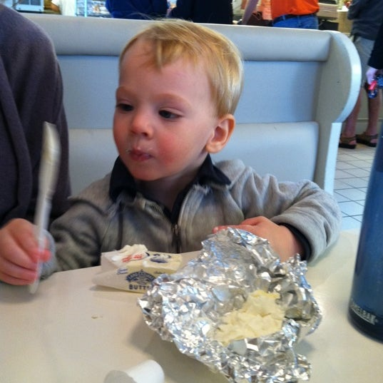 Photo taken at Bodo's Bagels by ryan r. on 10/22/2011