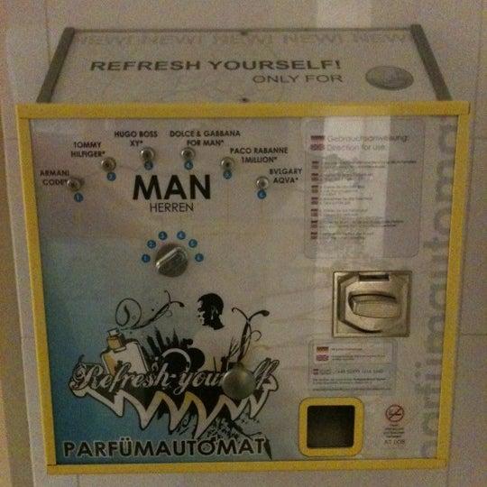 sogar mit parfumautomaten am WC, einfach cool ...