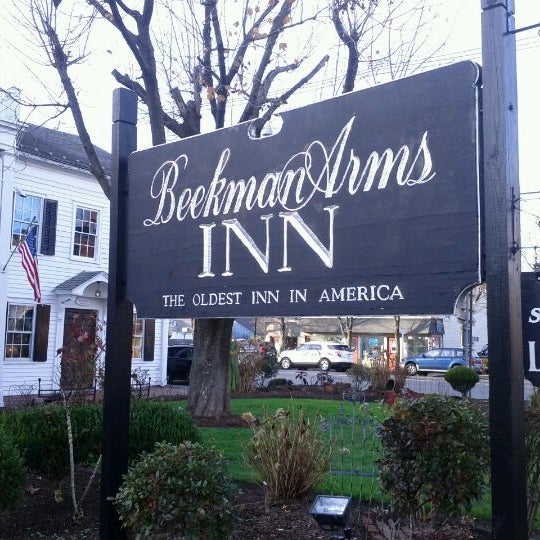 Photo taken at Beekman Arms-Delamater Inn by Leigh M. on 11/25/2011