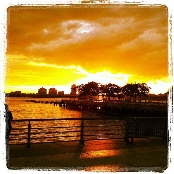 Das Foto wurde bei Hudson River Park von Dominic P. am 6/26/2012 aufgenommen