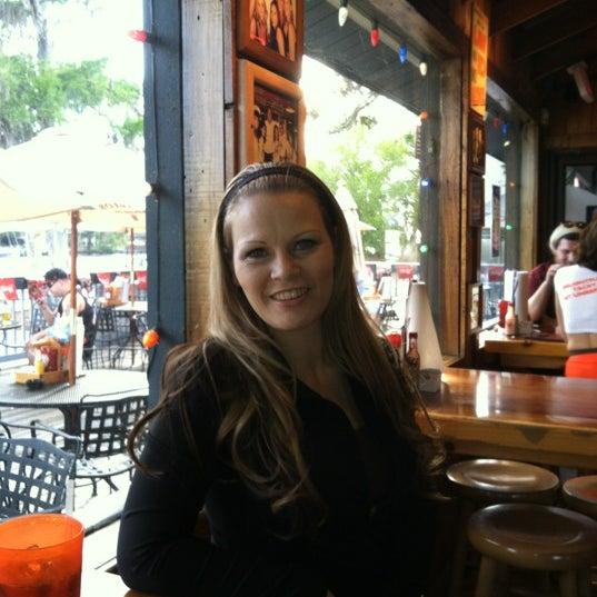รูปภาพถ่ายที่ Hooters โดย Melissa J. เมื่อ 3/20/2012