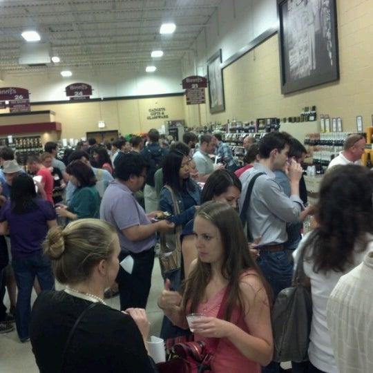 รูปภาพถ่ายที่ Binny's Beverage Depot โดย s p. เมื่อ 6/13/2012