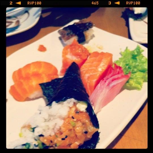 Foto tirada no(a) Sushi Koba por Alessandra em 7/13/2012