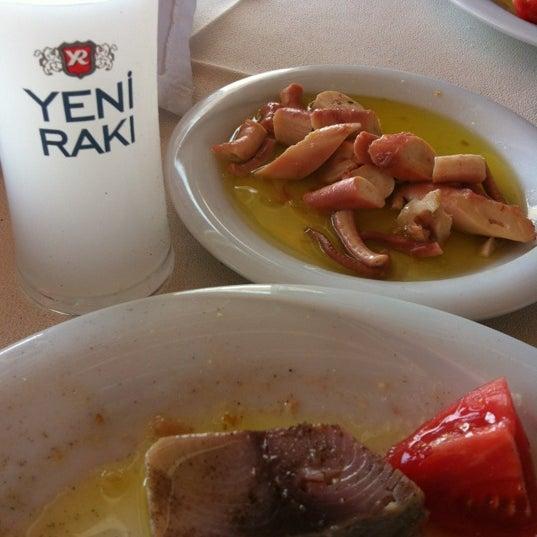 9/7/2012 tarihinde Kerem D.ziyaretçi tarafından Cunda Deniz Restaurant'de çekilen fotoğraf