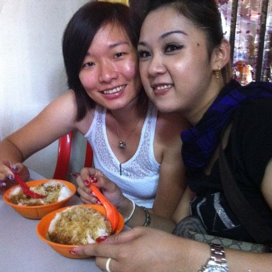 Photo taken at Donald & Lily Nyonya Food by Connie T. on 2/29/2012