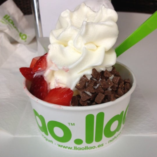 Photo taken at llaollao by Roberto M. on 6/8/2012
