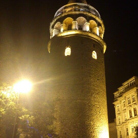 รูปภาพถ่ายที่ Galata On Numara โดย Cem E. เมื่อ 8/22/2012