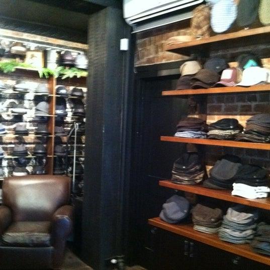 Снимок сделан в Goorin Bros. Hat Shop - West Village пользователем Gus W. 12/12/2011