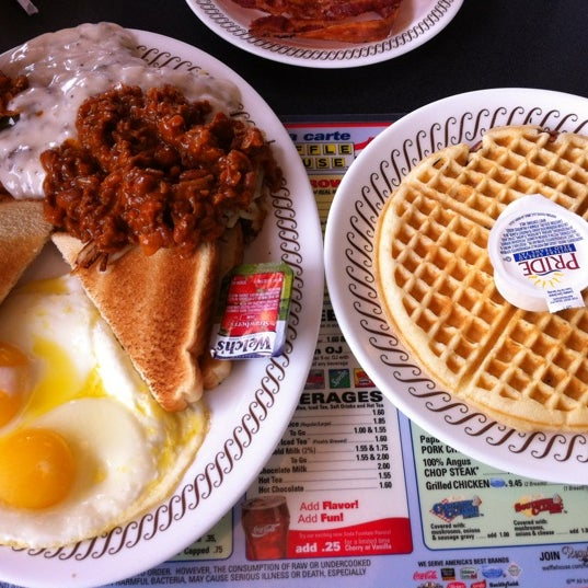 Photo taken at Waffle House by D on 7/13/2012