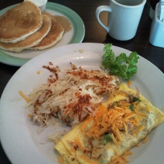 Photo taken at Perkins Family Restaurant & Bakery by Michael H. on 5/13/2012
