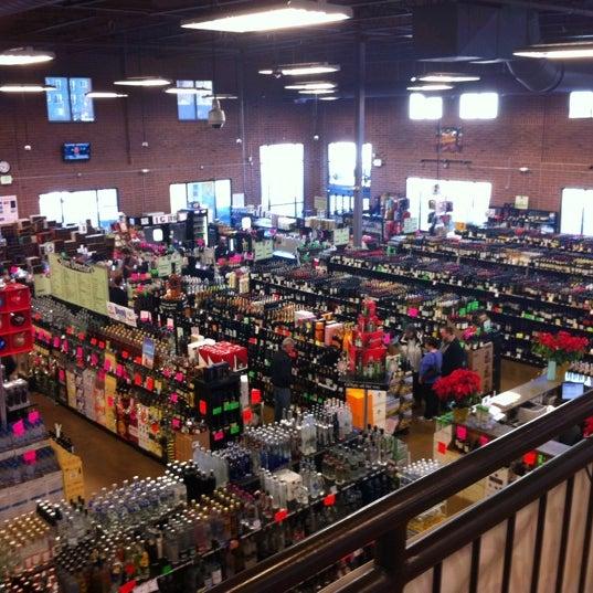 Foto tirada no(a) Argonaut Wine & Liquor por Troy L. em 12/24/2010