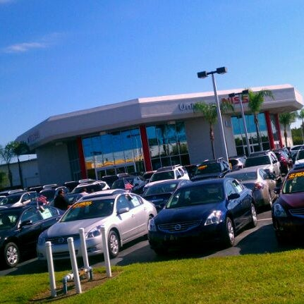 Photo taken at Universal Hyundai by Juan Esteban A. on 10/22/2011