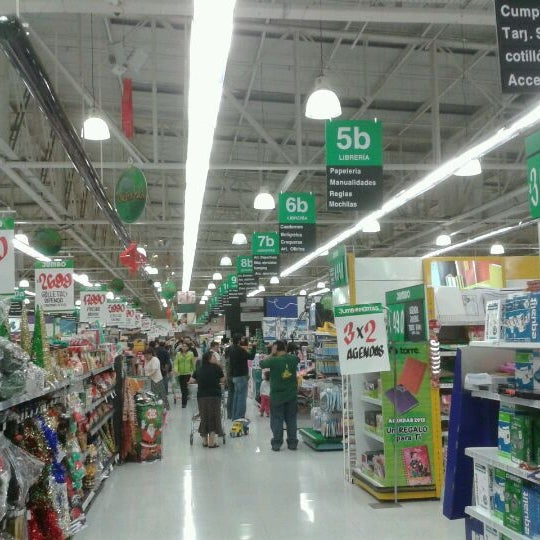 Photo taken at Jumbo by Hellmuth W. on 11/26/2011