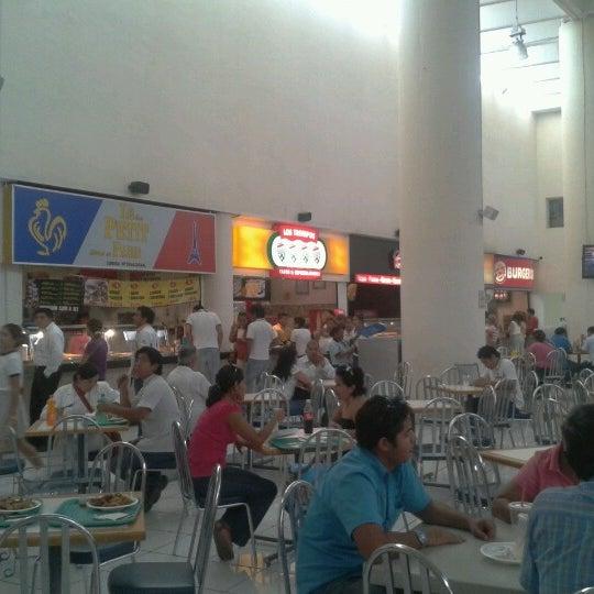 Foto tomada en Plaza Dorada por Angel P. el 9/5/2012