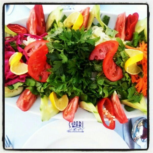 8/9/2012 tarihinde Naci S.ziyaretçi tarafından Çapari Restaurant'de çekilen fotoğraf