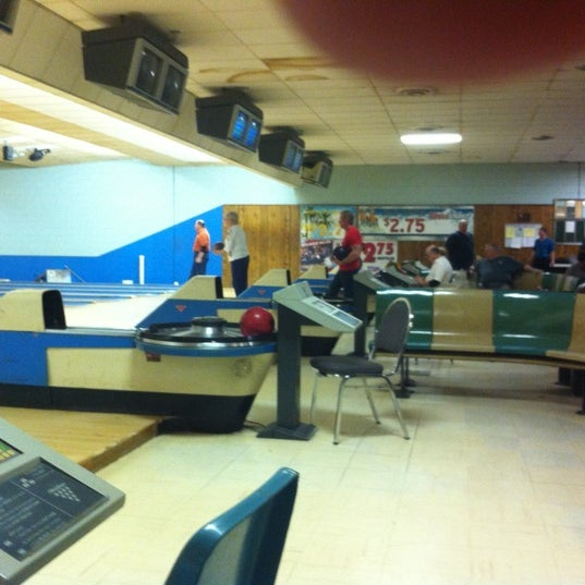 Photo taken at Oaklawn Bowl by Mike N. on 3/5/2011
