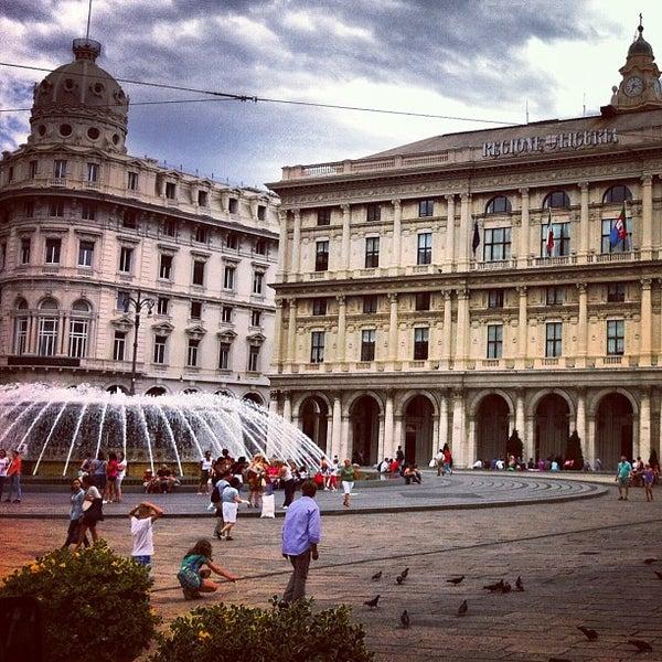 Foto scattata a Piazza de Ferrari da Aleksandra S. il 7/24/2012