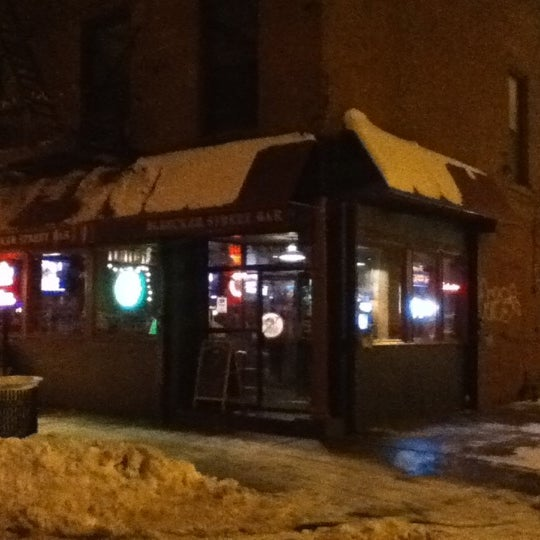 Photo taken at Bleecker Street Bar by Francisco H. on 2/1/2011
