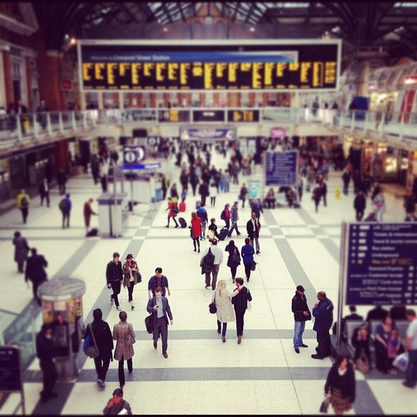 Photo taken at London Liverpool Street Railway Station (LST) by Steve S. on 5/10/2012
