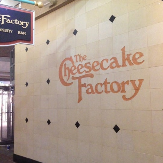 Photo taken at The Cheesecake Factory by Raulin on 3/18/2012