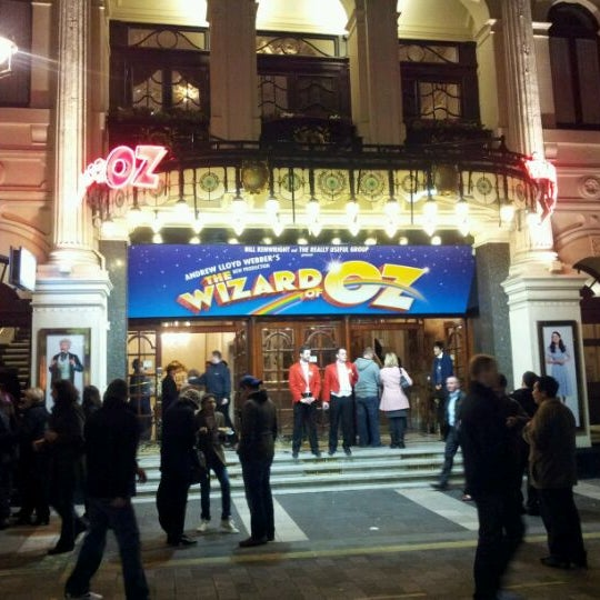 Foto scattata a The London Palladium da Osama M. il 1/28/2012