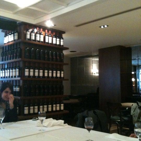 4/26/2011 tarihinde Stefan S.ziyaretçi tarafından Şans Restaurant'de çekilen fotoğraf