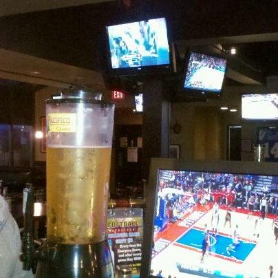 Photo taken at Stadium Sports Bar & Restaurant by Nara V. on 1/22/2012