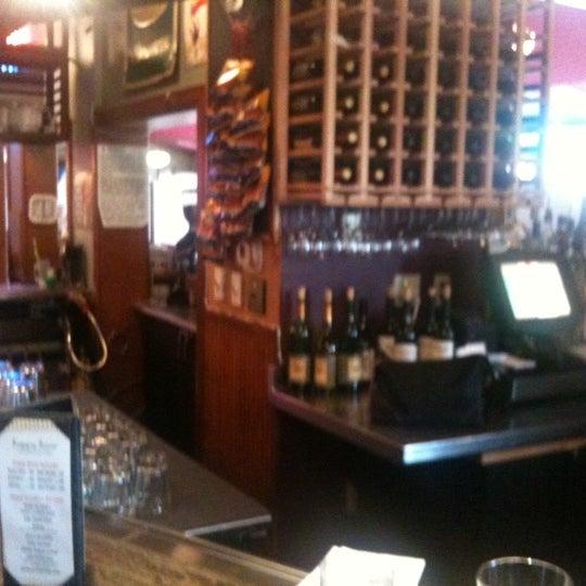 Снимок сделан в Annie's Cafe & Bar пользователем Scott E. 3/15/2011
