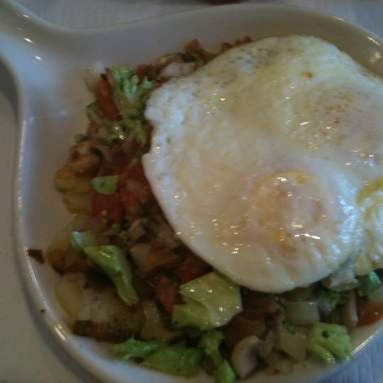 Photo taken at The Breakfast Club & Grill by Reyna H. on 4/17/2011