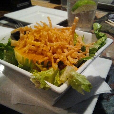 Foto tomada en Red Koi Thai & Sushi Lounge por Mark S. el 6/13/2012