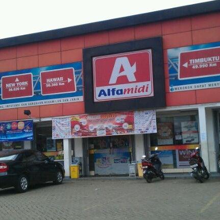 Photo taken at Alfa Midi by Harry H. on 5/5/2012