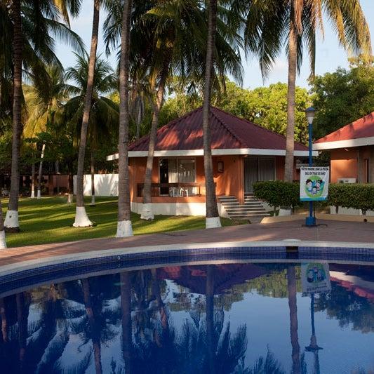 Ofrecen a todo turista comodidades que harán de su estancia un momento de descanso completo. Éste cuenta con área de playa y también en la privilegiada zona del Estero de Jaltepeque.