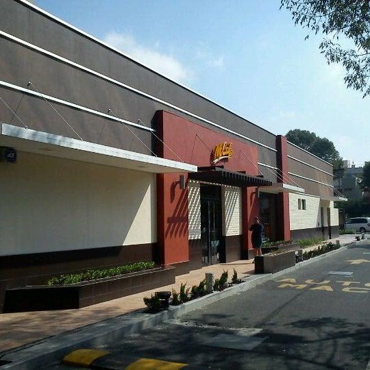 Photo taken at McDonald's by Luis Oscar M. on 10/16/2011