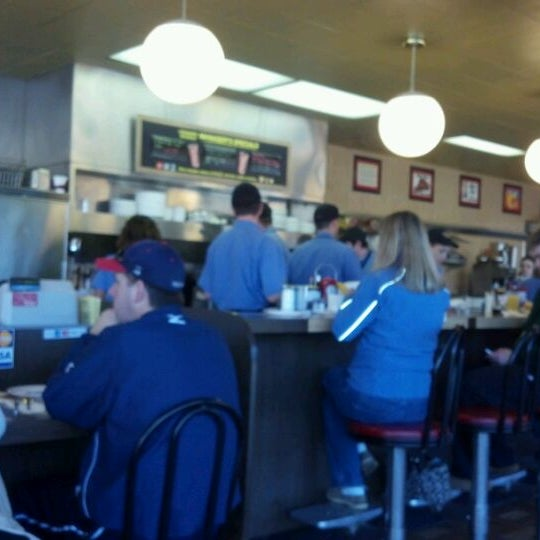 Photo taken at Waffle House by Juan V. on 1/14/2012