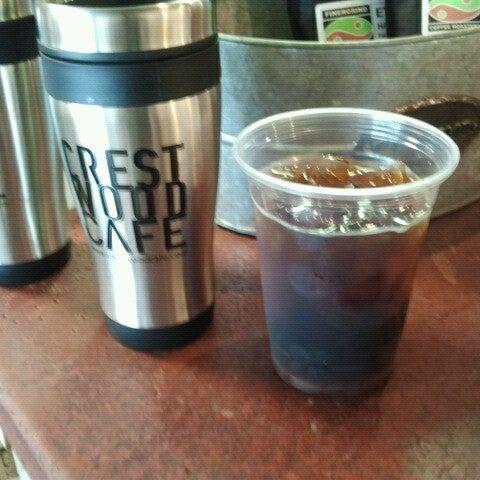 Foto tirada no(a) Crestwood Coffee Co. por FinerGrind Coffee R. em 6/25/2012