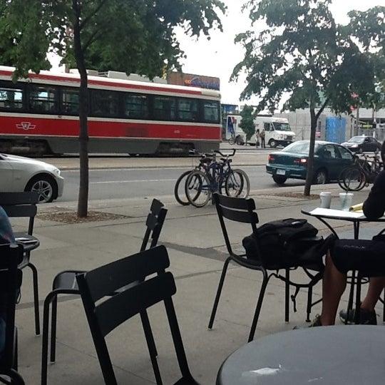 รูปภาพถ่ายที่ Starbucks โดย Georgina B. เมื่อ 5/30/2012