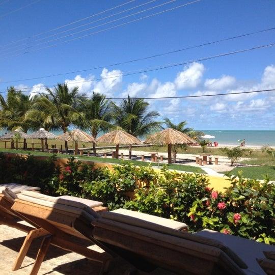 Foto tirada no(a) Praia de Paripueira por Claudia P. em 5/12/2012