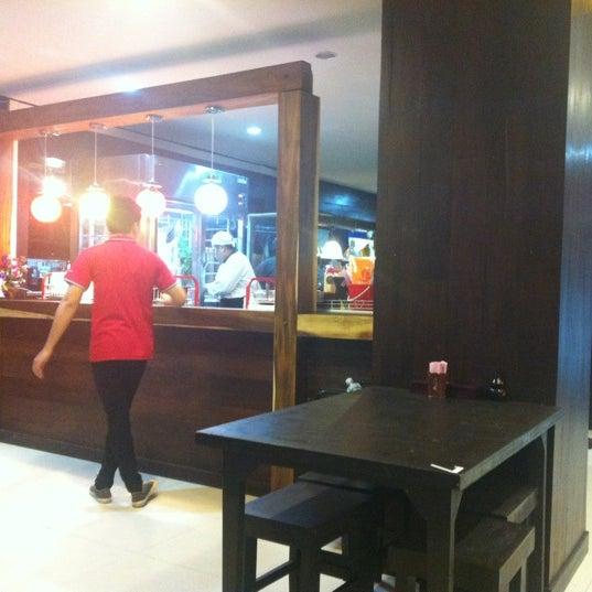 Photo taken at ร้านอาหารเยาวราช by Nokza T. on 3/18/2012