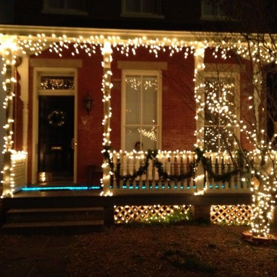 รูปภาพถ่ายที่ The Manor โดย Tyler R. เมื่อ 12/21/2011