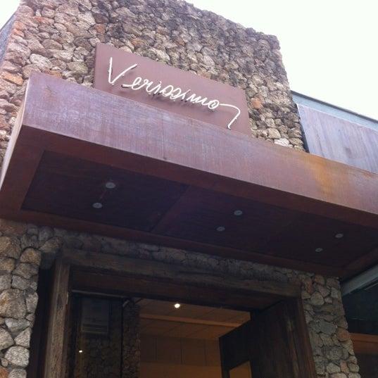 Foto tirada no(a) Verissimo Bar por Leonardo R. em 6/18/2012