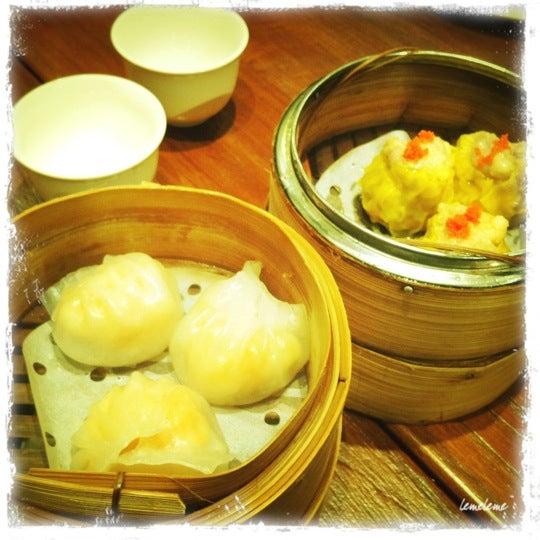 Photo taken at Luk Yu Tea House 陸羽茶樓 by Glenn M. on 8/28/2011