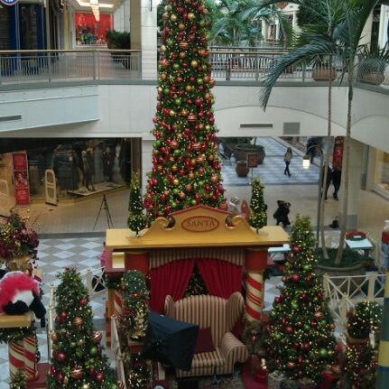 Photo taken at Hillsdale Shopping Center by Stephen ⓓⓢⓗⓐⓜⓐⓝ P. on 12/3/2011