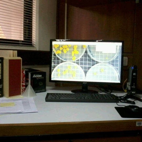 Photo taken at DL Umali Laboratory by 나스 조. on 5/7/2012