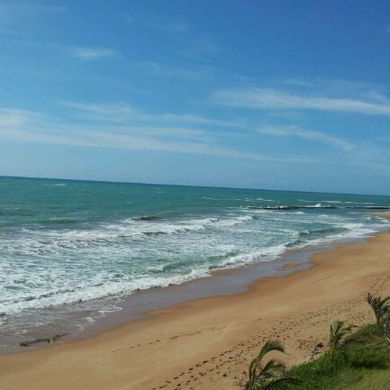 Foto tirada no(a) Praia Mirante da Sereia por Alexandra A. em 1/11/2012