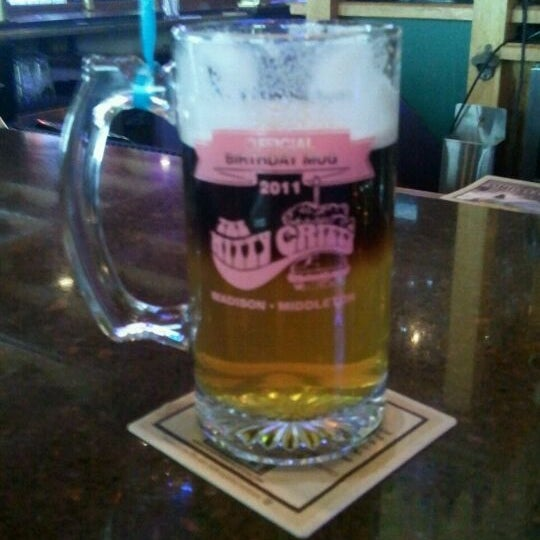 Photo taken at Nitty Gritty Restaurant & Bar by Jose S. on 7/13/2011