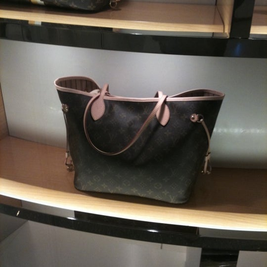 Photo taken at Louis Vuitton by KRN® on 1/22/2011