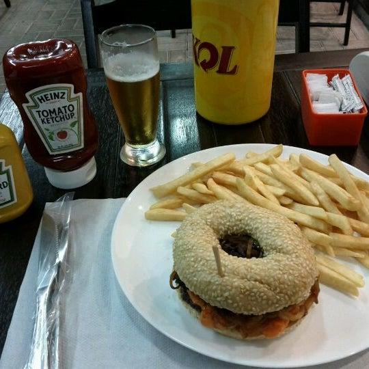 Foto tirada no(a) Brasil Burger por Carlos Eduardo S. em 10/13/2011