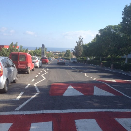 Photo prise au Girne American University par Merve S. le9/7/2012