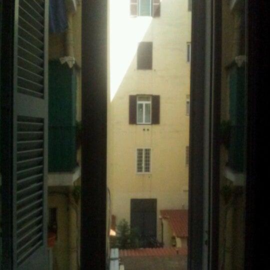 Foto scattata a Hotel Des Artistes da Eva L. il 5/29/2012