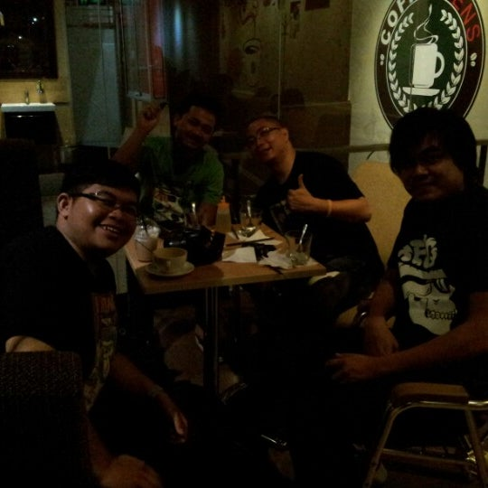 Photo taken at CoffeeBen's & Resto by Muhammad Syafiq M. on 7/21/2012